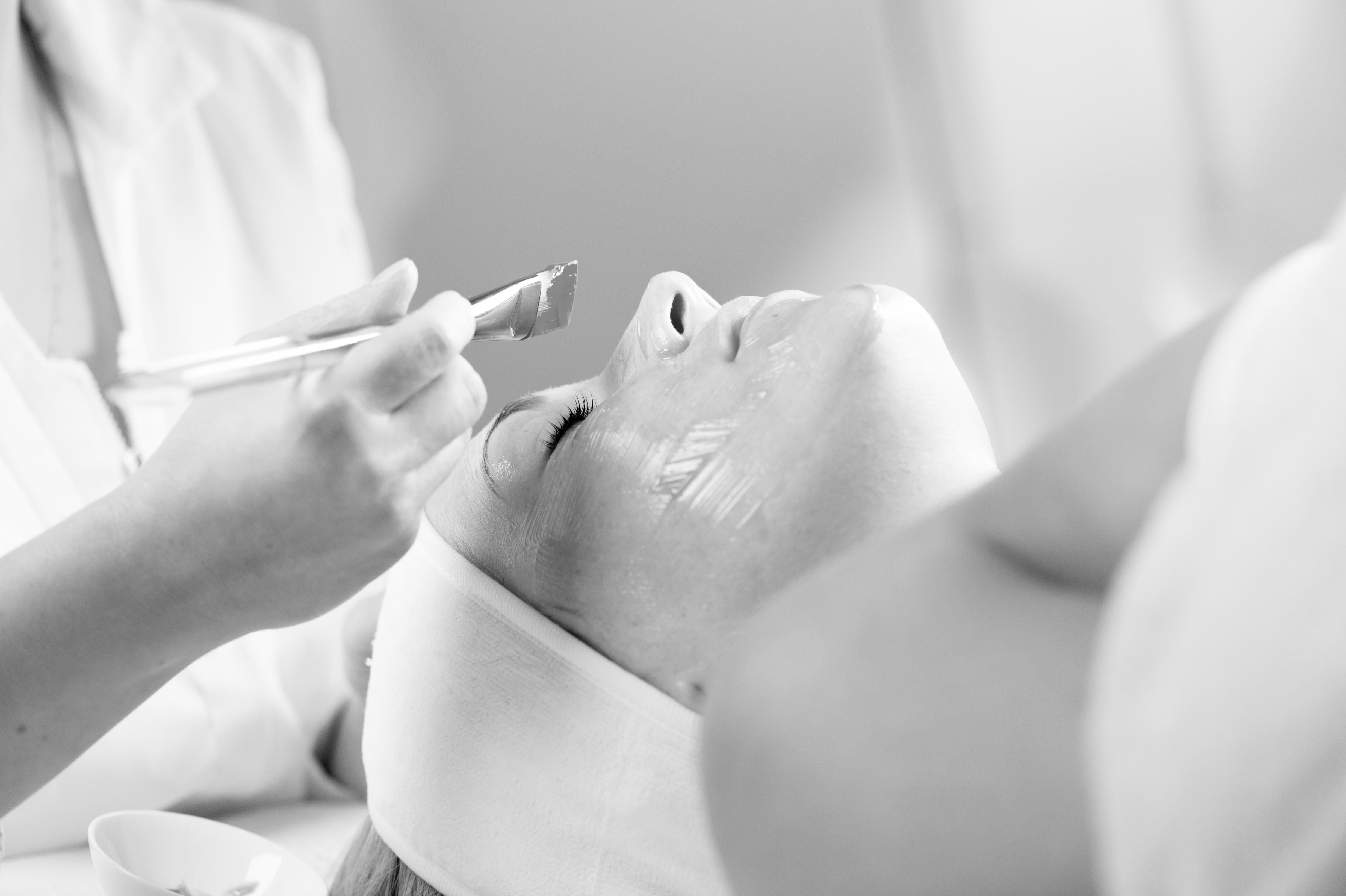 Kooperation von Arzt und Kosmetikerin